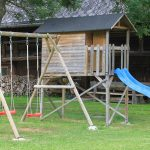 Spielhaus mit Schaukel und Rutsche / Griesbachhof-Schwarzwald