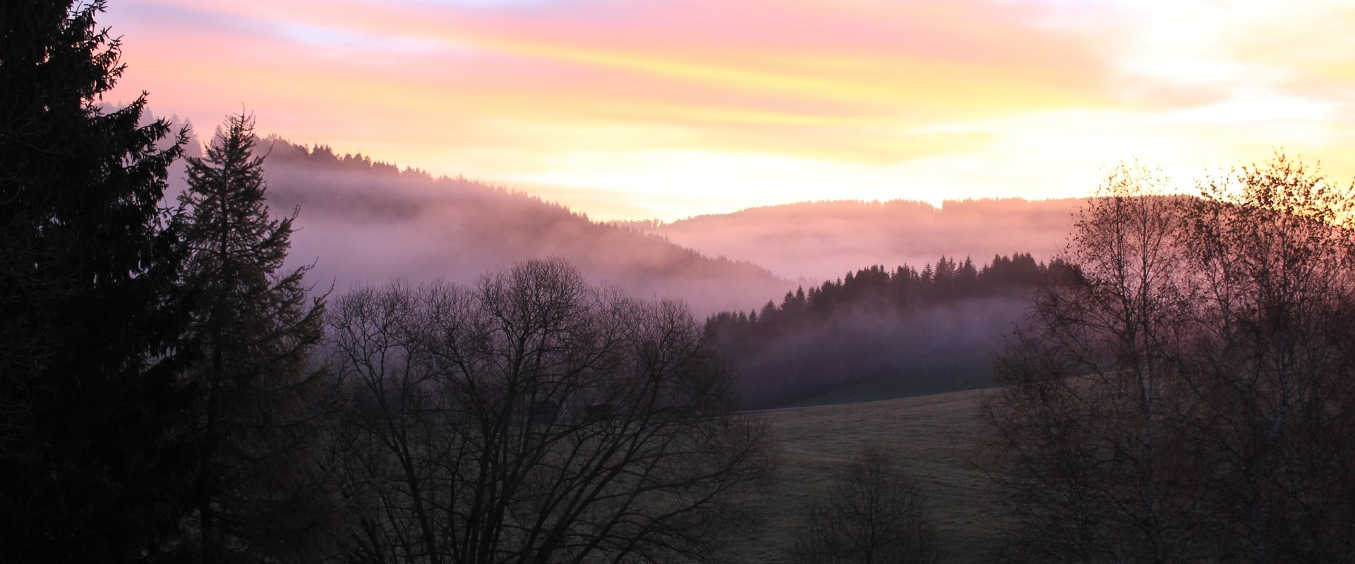 Sonnenaufgang mit Morgenrot im Jostal / Griesbachhof-Schwarzwald