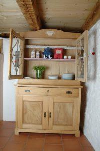 Ferienhaus Erdgeschoss: Oma's traditioneller Küchenschrank