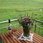 Ferienwohnung Außenbereich: Blick von der Treppenplattform mit Garnitur