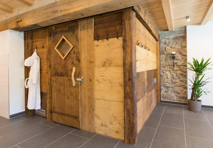 Wellnessbereich Die Altholz Sauna Von Aussen Griesbachhof