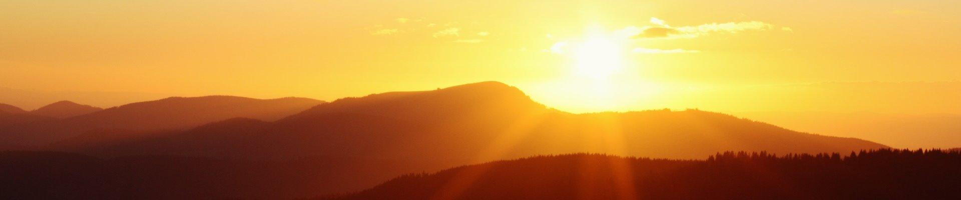 Erlebnis Slider 1920x400: Sonnenuntergang am Belchen