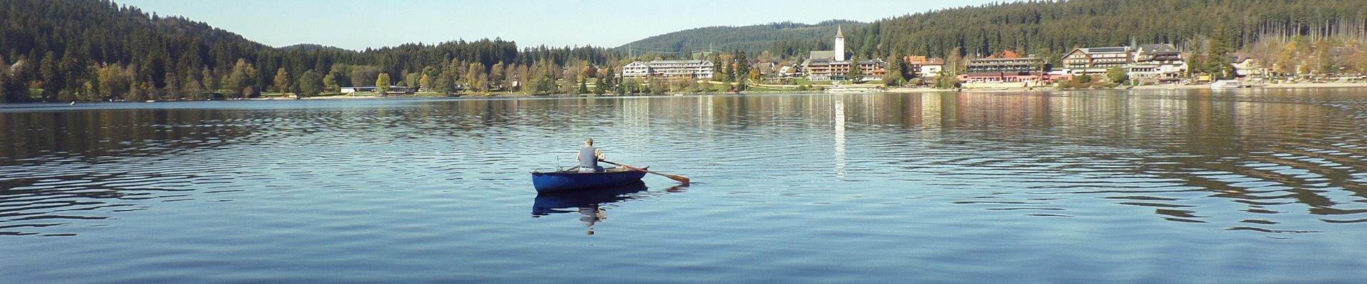 Erlebnis Slider 1920x400: Ruderboot auf dem Titisee