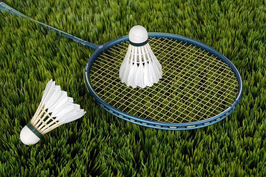 Spiel und Spaß am Griesbachhof: Badminton auf der Hofwiese