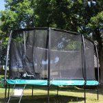 Spiel und Spaß am Griesbachhof: das neue Oval-Trampolin auf der Hofwiese