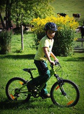 Willkommen Trailer Box Erlebnisse Spiel und Spaß: Fahrradfahren am Griesbachhof