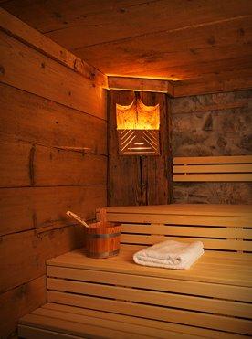 Willkommen Trailer Box: Der Wellnessbereich mit Altholzsauna und Design-Duschen