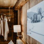der-Griesbachhof-im-Weiss-und-eine-moderne-Garderobe-Griesbachhof-Schwarzwald