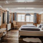unser-weisses-Schlafzimmer-fuer-ihre-himmlischen-Traeume-Griesbachhof-Schwarzwald