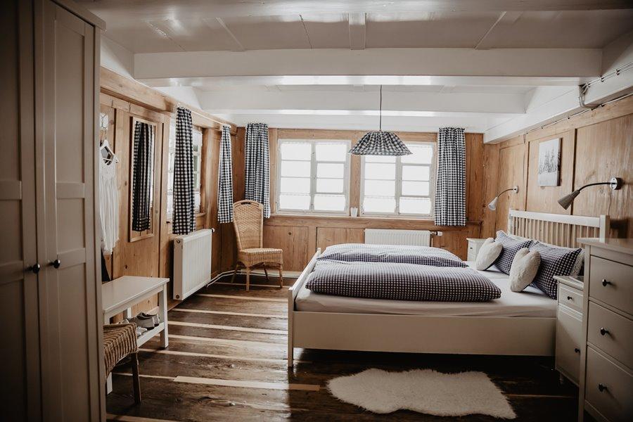 unser-weisses-Schlafzimmer-fuer-ihre-himmlischen-Traeume ...