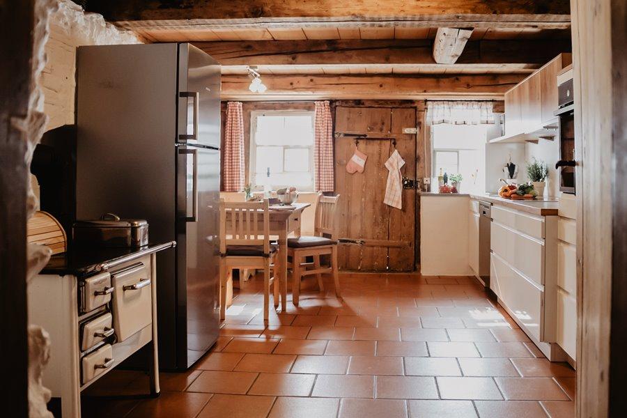 moderne-rustikale-designkueche-ferienhaus-Griesbachhof-Schwarzwald